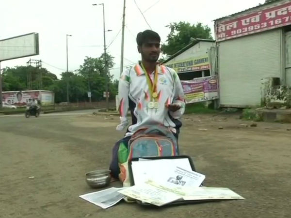 Once Gold Medal Winner Athlete Now Begging On The Streets Madhya Pradesh