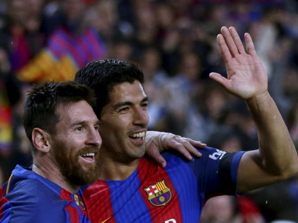 El Clasico Lionel Messi Shares Glass Wine With Luis Suarez After The Massive Win