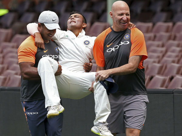 Prithvi Shaw Injures His Ankle During The Practice Game See How Twitter Reacts