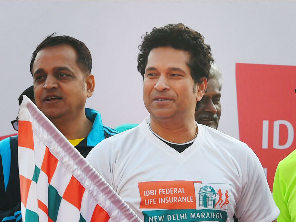 Tendulkar Do Push Ups At Idbi Federal Marathon Support Pulwama Martyrs Families