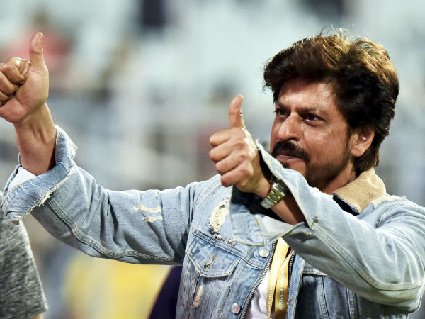 Ipl 2019 Shah Rukh Khan Meets Special Fan Kkr At The Eden Gardens Watch Video