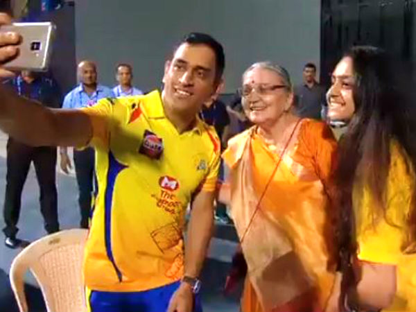 Ipl 2019 Dhoni Loss The Match But Wins Heart Of Many With Touching Gesture Watch Video