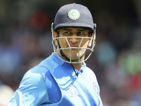 Dhoni In Field Without Keeping Gloves In World Cup Warm Up Match