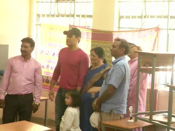 Mahendra Singh Dhoni Wife Sakshi Cast Their Votes In Ranchi
