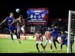 Isl Hume Last Minute Penalty Helps Atk Chennaiyin 2 2 Draw