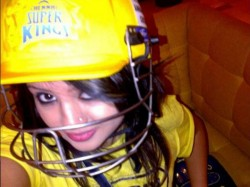 Sakshi Dhoni Befitting Reply Rps Owner Harsh Goenka Wearing Csk Jersey