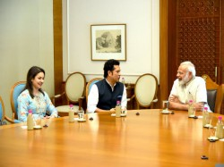 Sachin Tendulkar Meets Pm Narendra Modi Before His Movie Release