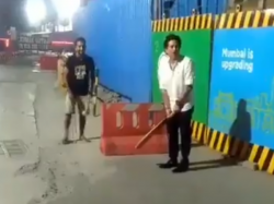 Sachin Tendulkar Played Gully Cricket At The Mumbai Street