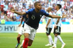 In An Unique Style Legendary Footballer Eric Cantona Pay Tribute To Kylian Mbappe