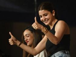 Watch Virat Kohli S Wife Anushka Sharma Spotted Crowd Adelaide Gallery