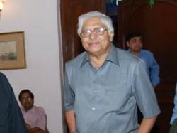 Ex Footballer Chuni Goswami Hospotalised Kolkata