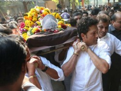 Ramakant Achrekar S Last Rites Sachin Breaks Into Cries Even Kambli Could Not Control Himself