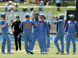 Australia Vs India 1st Odi Late Fightback Keeps Asusies Under
