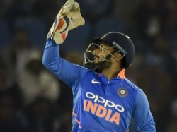 Netizens Criticize Rishabh Pant S Wrong Drs Call Rohit Sharma Backs Him
