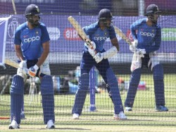 After Shikhar Dhawan Ruled Out Vijay Shankar Suffers Injury Scare