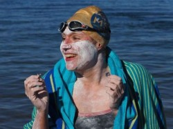Cancer Surviver Sarah Thomas Swam English Channel For A Record 4th Time