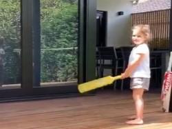 David Warner S Daughter Claims She Wants To Be Batter Like Virat Kohli Viral Video