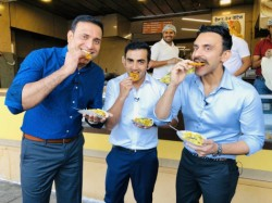 Vvs Laxman And Gautam Gambhir Posed With Jalebi In Indor