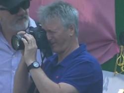 Steve Waugh Visit Eden Gardens During Ranji Trophy Game Take Piture Of Match