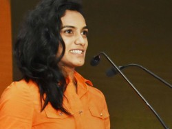 World Chmapion Pv Sindhu Donated 10 Lakh To Andhra Pradesh And Telangana Amid Coronavirus