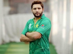 Shahid Afridi Distributes Essential Food Items In Hindu Temple