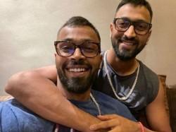 Indian All Rounder Hardik Pandya Enjoys Carrom With Brothers